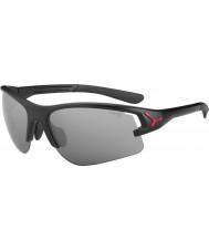Cebe Cbacros1 em óculos de sol pretos